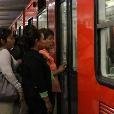 Video: Mujer increpa y golpea a hombre por acoso sexual en Línea 3 del Metro