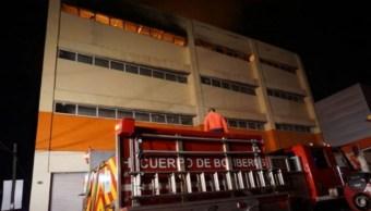 Foto: Bomberos sofocan un incendio en la bodega de un centro comercial en Villahermosa, Tabasco, marzo 1 de 2019 (Notimex)