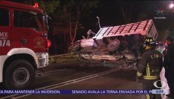 Vuelca camión con trabajadores en Paseo de la Reforma, CDMX