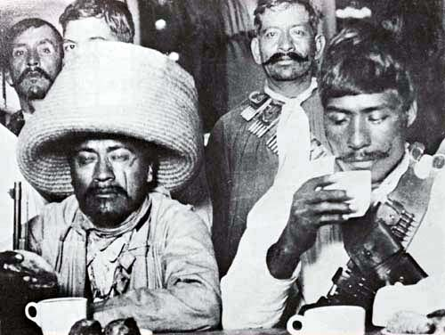 Generales Feliciano Polanco Araujo y Teodoro Rodriguez en el restaurante Sanborns (avenida Plateros, hoy Madero) durante su estancia en la ciudad de México. 12 Mayo de 1914. (CC/Wikimedia)