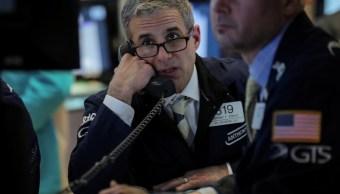 Los comerciantes trabajan en el piso de la Bolsa de Nueva York (NYSE), 1 de abril de 2019 (Reuters)