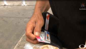 Adultos mayores en CDMX se quedan sin saldo en tarjeta rosa de pensión (Noticieros Televisa)