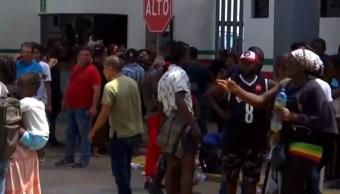 Migrantes africanos destrozan estación del INM en Tapachula