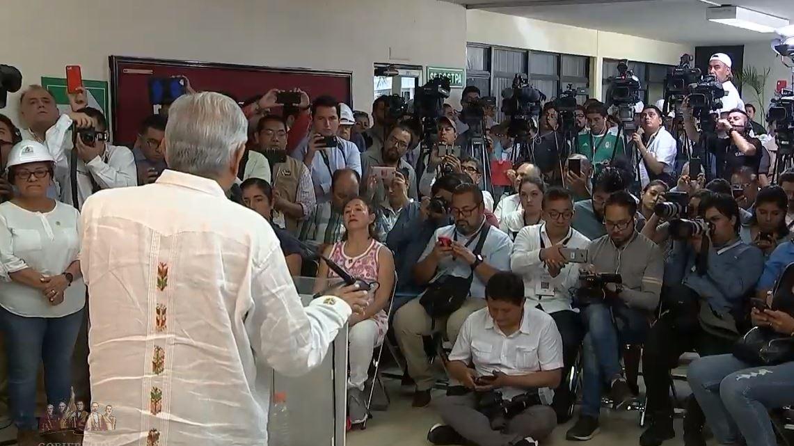Foto: AMLO garantizó que habrá justicia a familiares de la matanza en Minatitlán, el 27 de abril de 2019. (Gobierno de México YouTube)