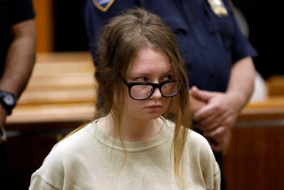 Anna Sorokin, originalmente con nacionalidades de Rusia y Alemania, es acusada de estafar a un hotel y a varios conocidos (AFP)