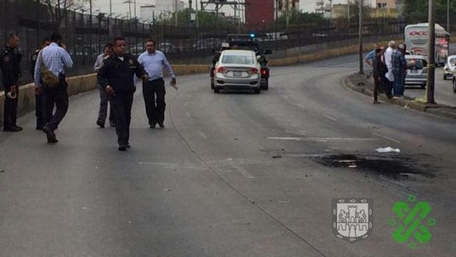 fOTO: El vehículo del ahora occiso es arrastrado por una grúa de la Secretaría de Seguridad Ciudadana de la CDMX, 6 abril 2019