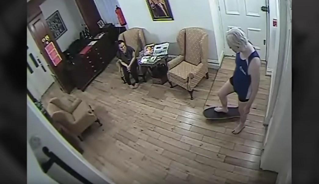 Julian-Assange-embajada-ecuatoriana-Wikileaks-patineta