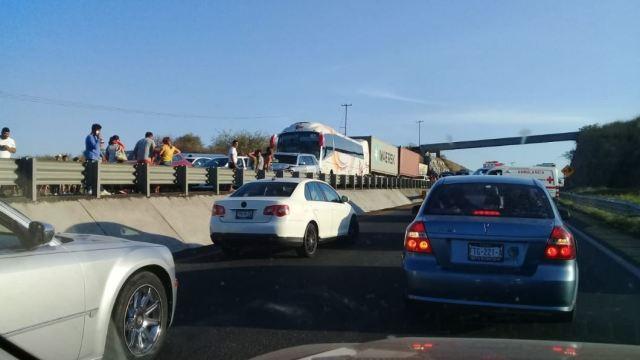 Carambola provoca cierre de autopista Colima-Guadalajara