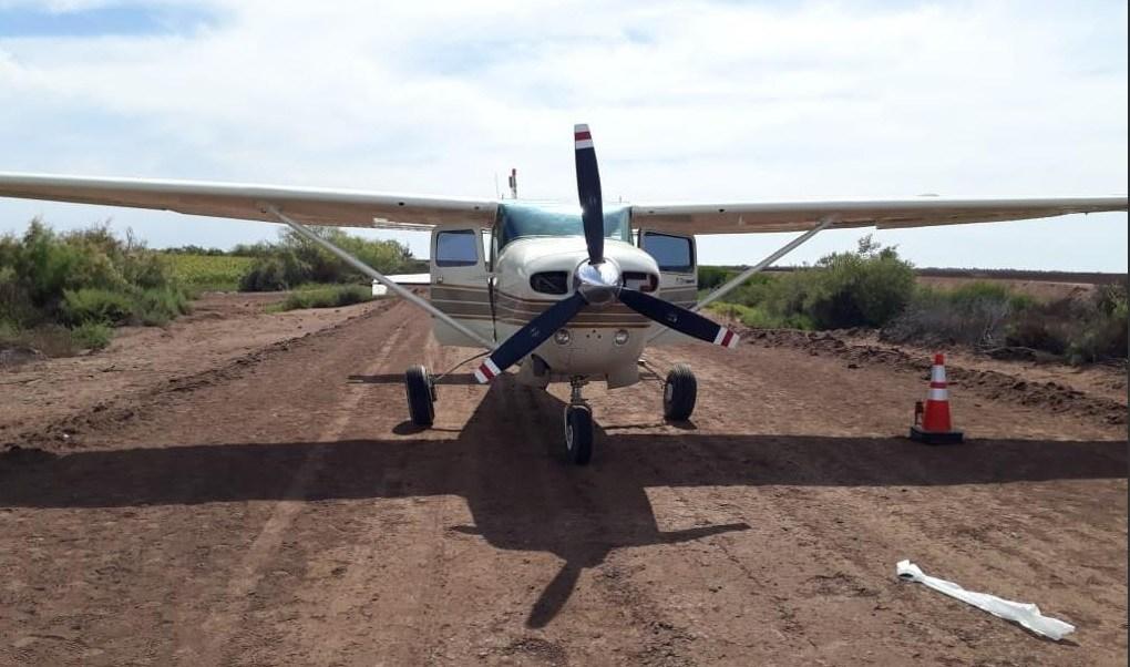 Foto: Aseguran avioneta con marihuana en Sinaloa, 18 de abril 2019. Twitter @FGRMexico