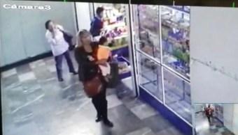 Foto: captan imágenes de la mujer que presuntamente se robó a la bebé Nancy Tirzo, 18 de abril 2019. Twitter @karlaiberia