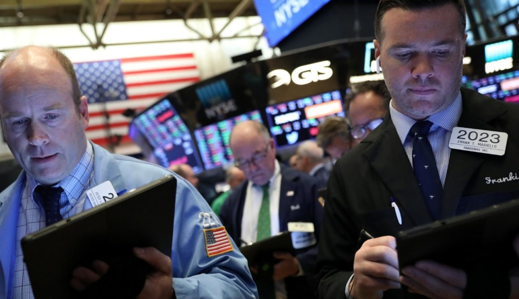 Foto: Los comerciantes trabajan en el piso de la Bolsa de Nueva York (NYSE) en Nueva York, Estados Unidos, abril 10 de 2019 (Reuters)