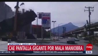 Foto: Cae pantalla gigante durante colocación en tienda de Monterrey