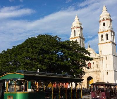 Frente frío provoca lluvias y viento en Campeche