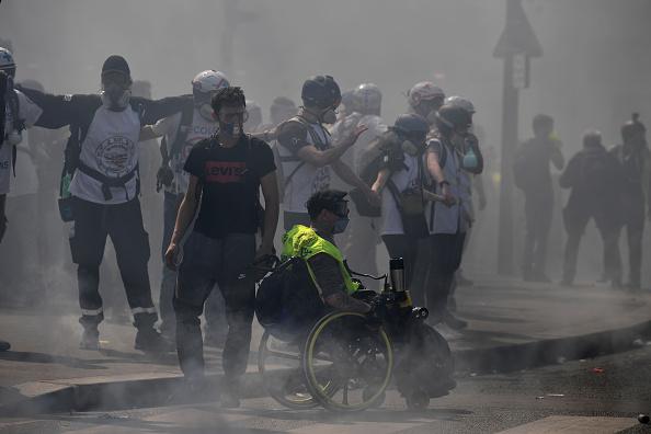 Foto: Enfrentamientos entre radicales y la policía, durante la manifestación de los 'chalecos amarillos' en Francia, 20 abril 2019