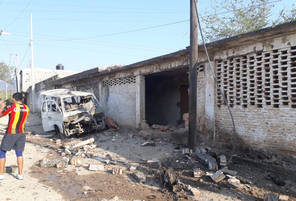 Foto: Estalla coche bomba en Guerrero, 3 de abril 2019. Twitter @VoTvmx