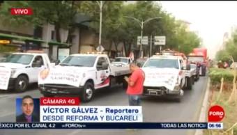 Conductores de grúas bloquean Paseo de la Reforma, CDMX
