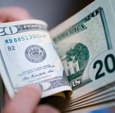 Dólar pierde terreno frente al peso; se vende en 19.11 pesos