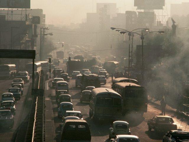 Desde los años 80, la ciudad de México es una de las ciudades con más vehículos por persona (GettyImages Archivo)
