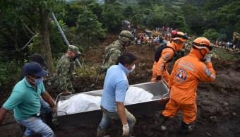 Encuentran momia en entierro colectivo tras derrumbe