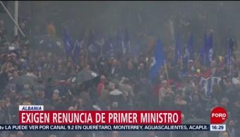 FOTO: Exigen renuncia de primer ministro en Albania, 13 de abril 2019