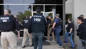 Foto: Agentes migratorios realizaron una redada en la empresa CVE Technology Group en Allen, Texas, EEUU. El 3 de abril de 2018