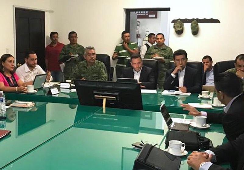 Foto: Alejandro Murat, gobernador de Oaxaca, sostiene reunión de seguridad con autoridades militares y federales. El 22 de abril de 2019