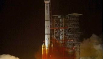 Foto: Un cohete Long 3B, fabricado en China, despegando desde el centro de lanzamiento en Xichang, en la provincia de Sichuan. El martes 12 de abril de 2005