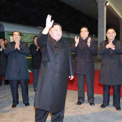 Líder norcoreano viaja en tren hacia Rusia para reunirse con Putin
