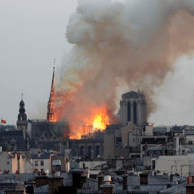 Trump sugiere emplear aviones cisterna contra incendio en Notre Dame