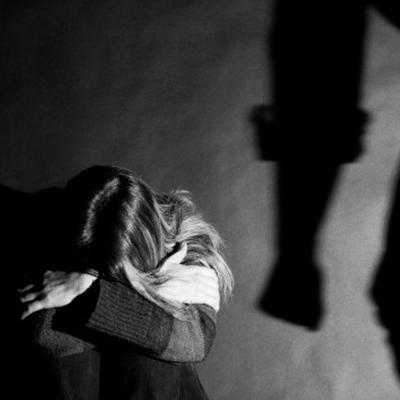 Hombre quema con ácido a su expareja y a su hija