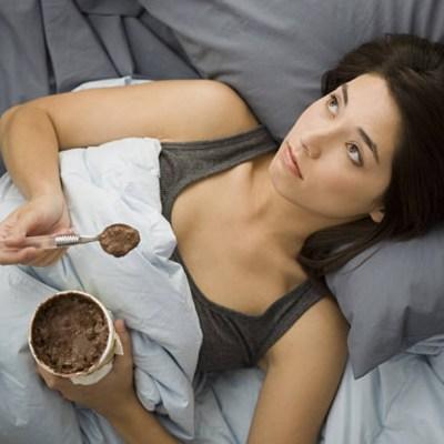 Comer helado o pastel no te pone de buen humor: Estudio