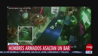 Hombres armados asaltan bar en Oaxaca