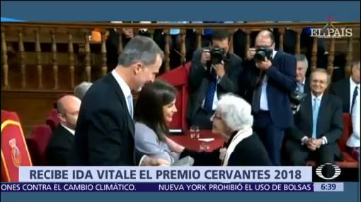 Ida Vitale recibe Premio Cervantes de manos del rey Felipe VI