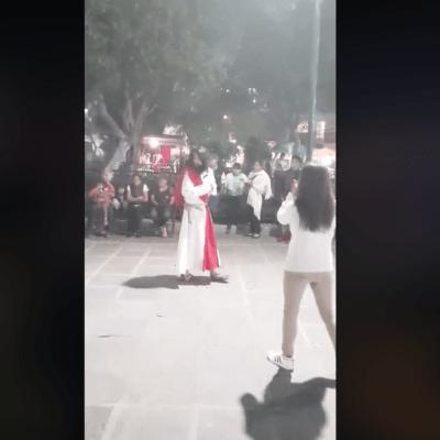VIDEO: Actor en estado de ebriedad interpreta a Jesús