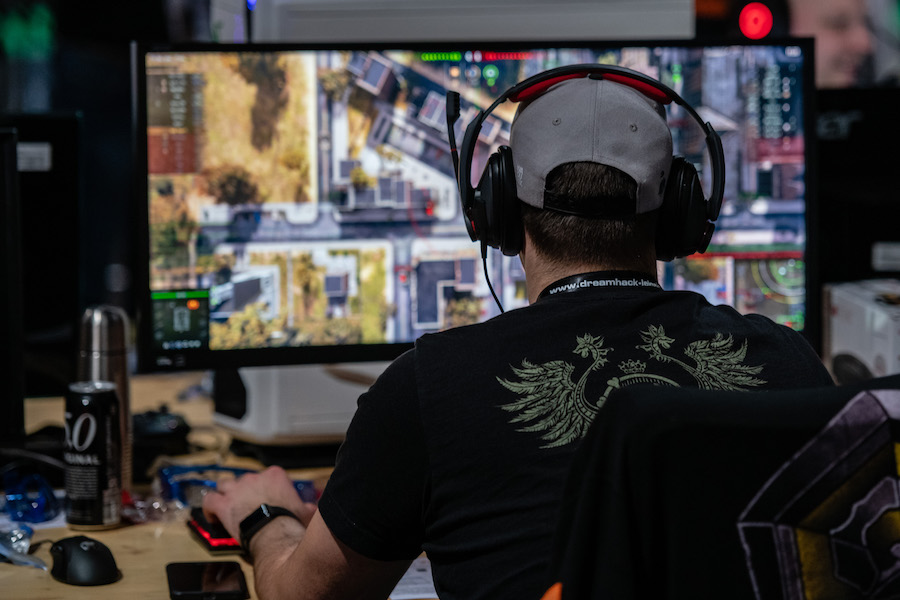Foto Hombres que juegan videojuegos manejan mejor: estudio 3 abril 2019