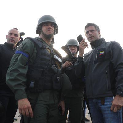 Leopoldo López, ya libre, dice que dialogan con funcionarios de Maduro