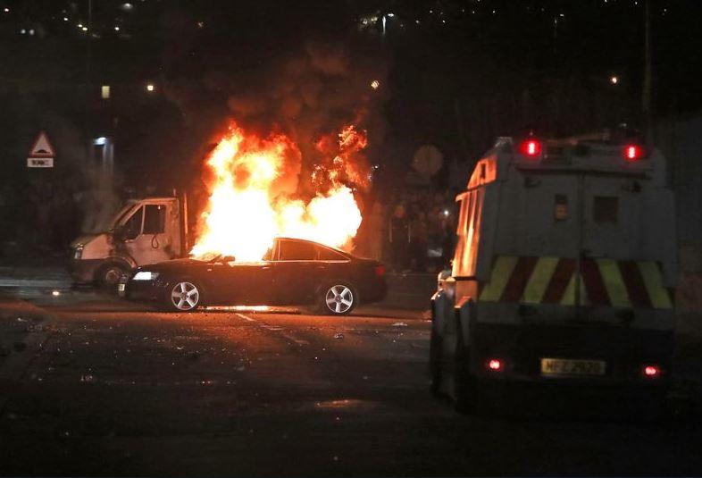 Periodista es asesinada a tiros en acción 'terrorista', en Irlanda