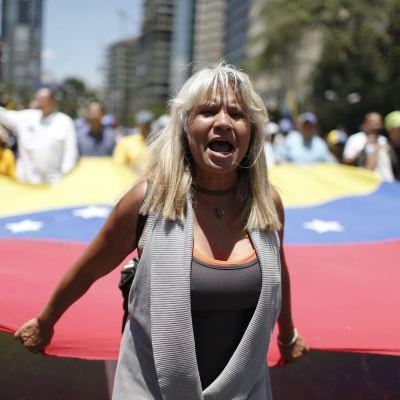 Gobierno de Venezuela y oposición 'miden fuerzas' con marchas en Caracas