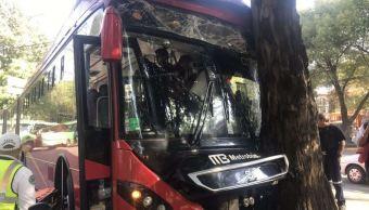 Suman 12 lesionados por choque de Metrobús en Insurgentes Sur
