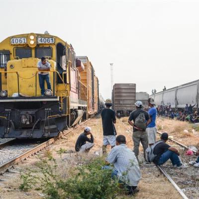 Muere migrante a bordo de 'La Bestia' en Oaxaca