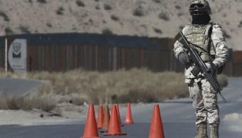 Un soldado mexicano hace guardia en un punto de control cerca de la valla fronteriza México-EU, 24 ABRIL 2019