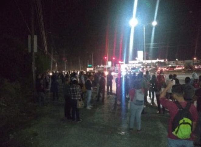 FOTO Paro de transporte en Nuevo León afecta regreso a clases (Twitter @marychuyglez 29 abril 2019)