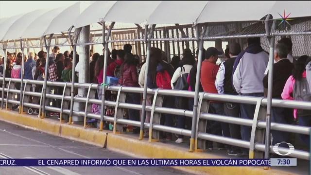 Persisten las largas filas en aduanas
