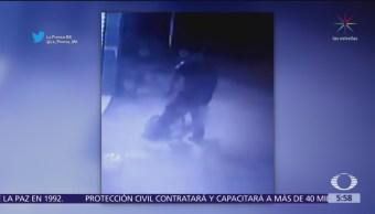 Policía de Naucalpan quita pertenecías a un hombre en Naucalpan, Edomex