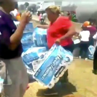 Video: Realizan actos de rapiña tras volcadura de tráiler en Ecatepec