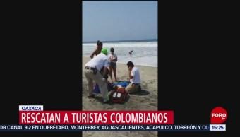 FOTO: Rescatan a 2 turistas colombianos arrastrados por oleaje en playa Zicatela, Oaxaca, 20 ABRIL 2019