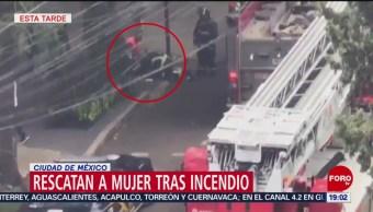 FOTO: Rescatan a mujer tras incendio en alcaldía Cuauhtémoc, CDMX, 18 ABRIL 2019