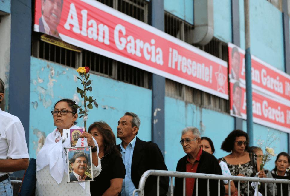 Foto: Simpatizantes de Alan García acuden a velatorio, 19 de abril de 2019, Perú