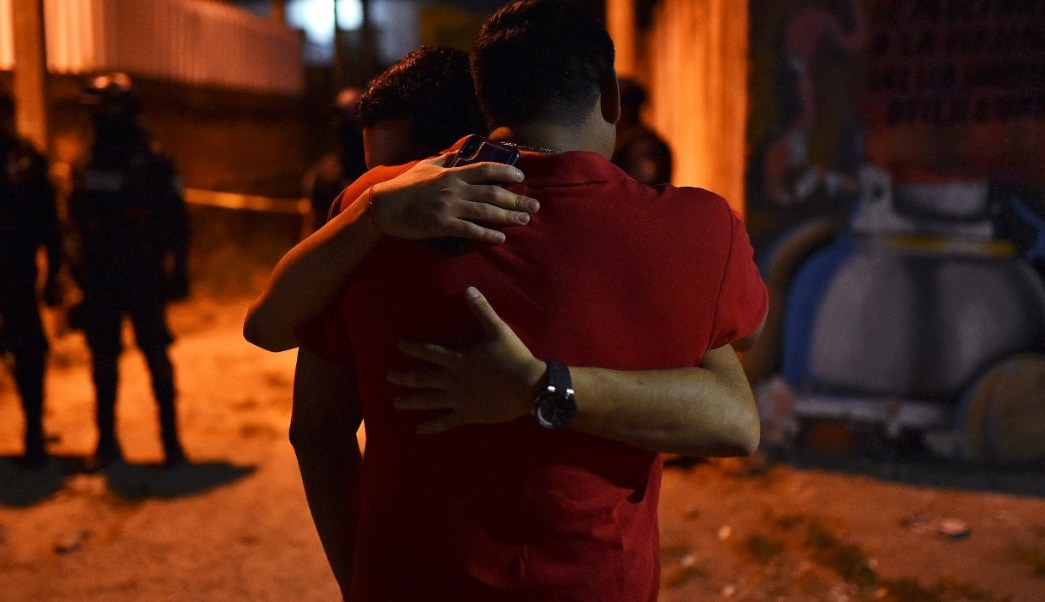 Foto: Sobrevivientes a un ataque en una fiesta en Minatitlán, Veracruz, abril 20 de 2019 (Reuters)