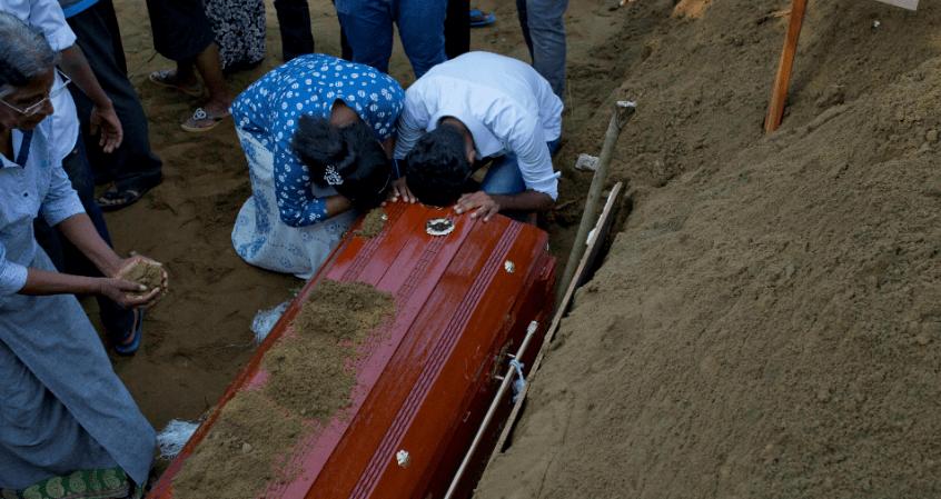 FOTO Sri Lanka rebaja a 253 cifra de muertos por atentados (AP 2019)